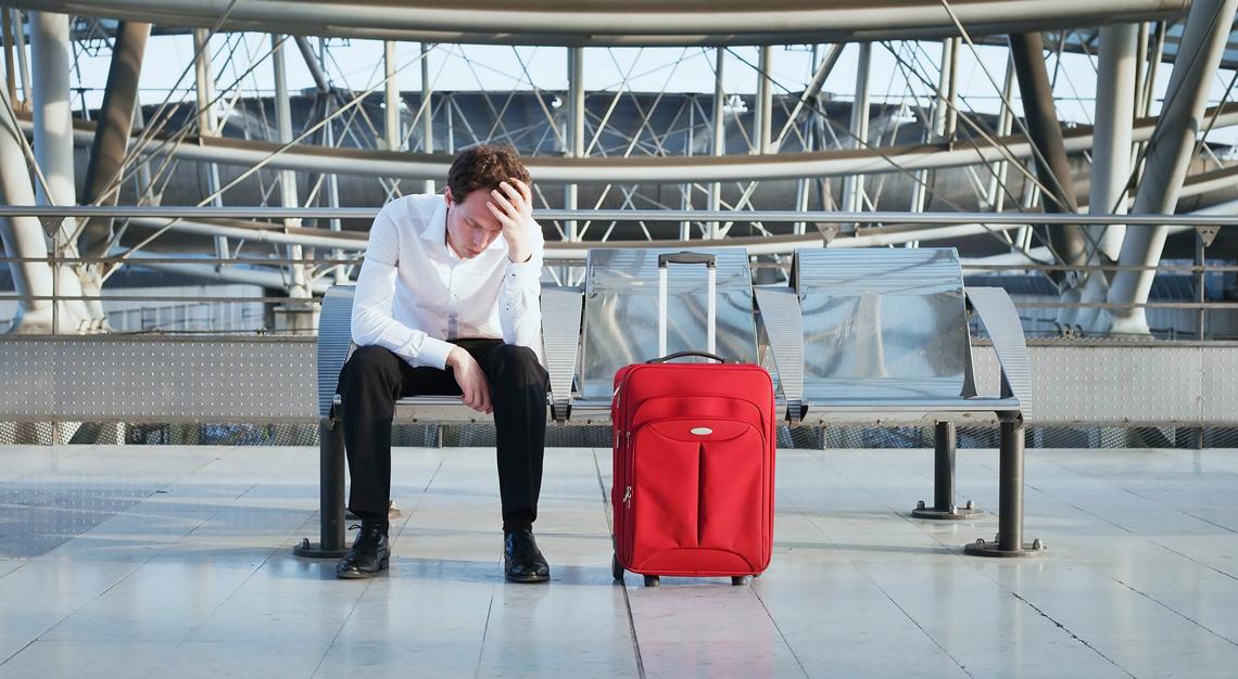 Чтобы избежать запрета на выезд за границу должнику следует опровергнуть информацию